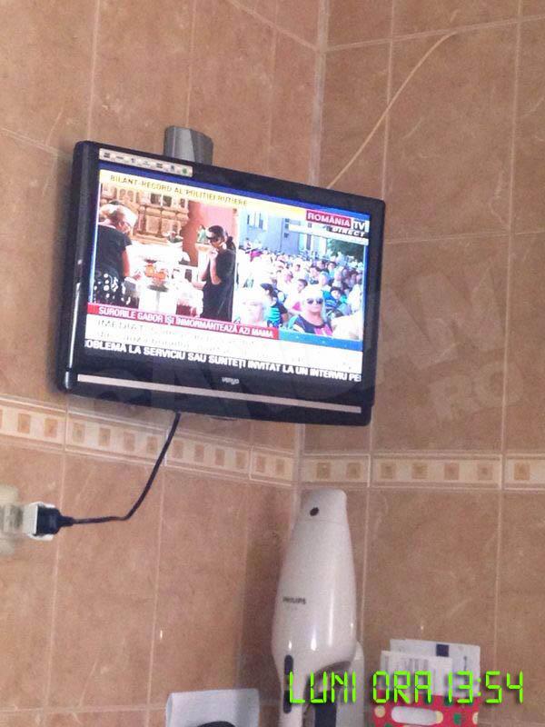 """Familia a vrut sa vada cum """"da"""" inmormantarea la televizor"""