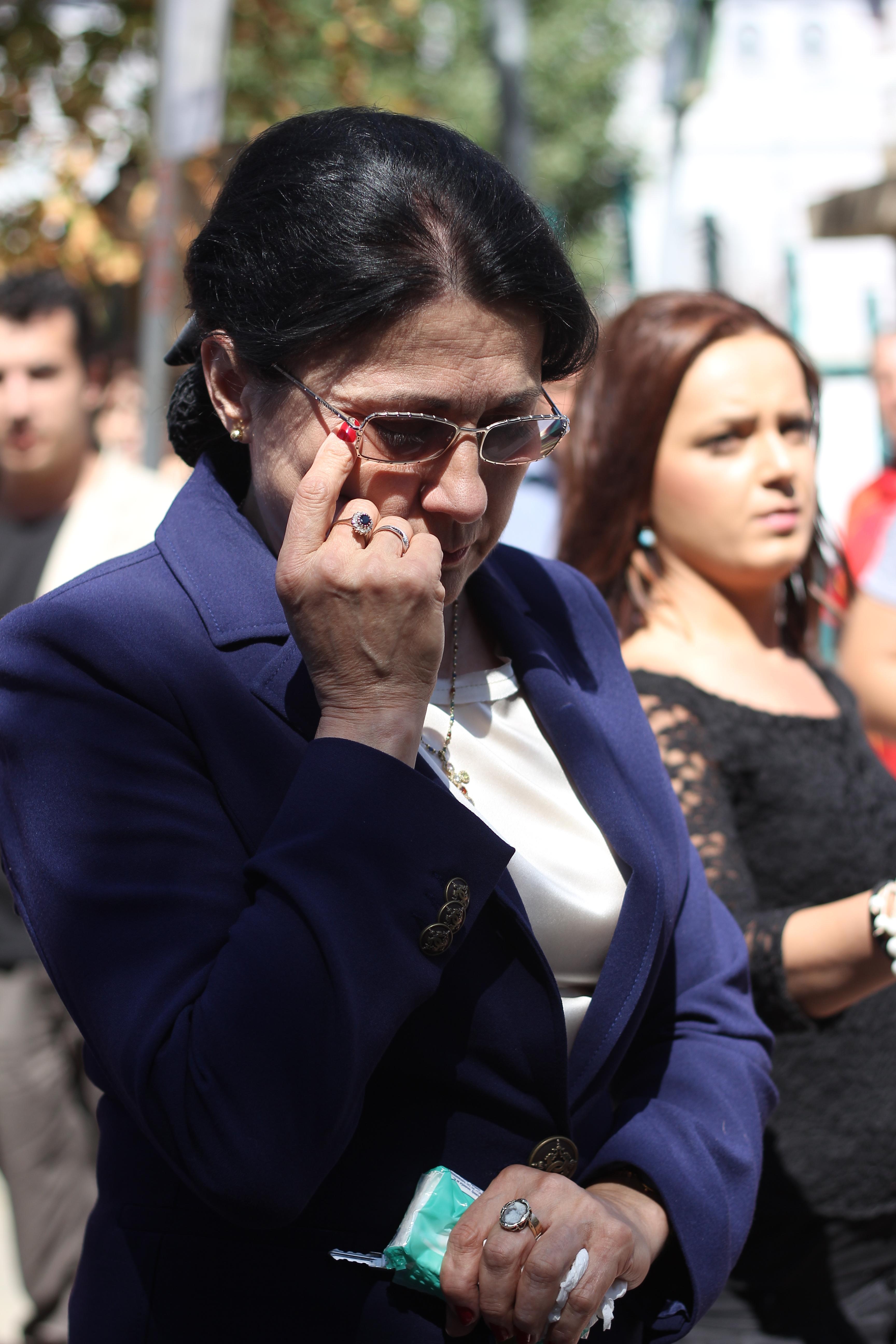 Fostul ministru, Ecaterina Andronescu a plans dupa ce a iesit din capela