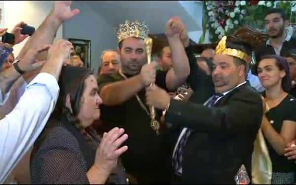 Daniel Cioaba a fost incoronat, dupa moartea tatalui sau, rege al romilor din Romania, in timp ce fratele sau, Dorin, este