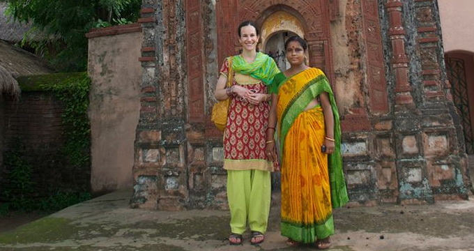 Fiica printesei Lia (stanga) s-a distrat de minune in India