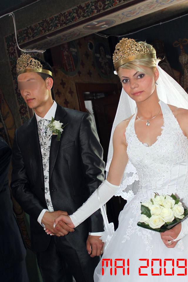 Silvia s-a maritat cu iubitul ei din liceu, iar acum au impreuna si doi copii