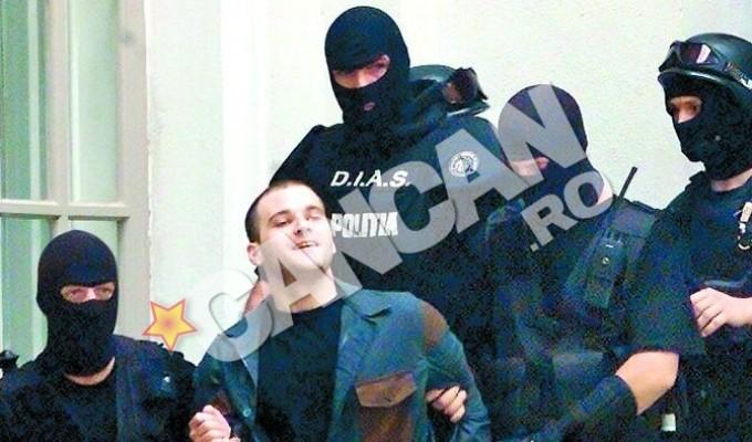 Criminalul grec Konstantinos Passaris escortat de trupele speciale