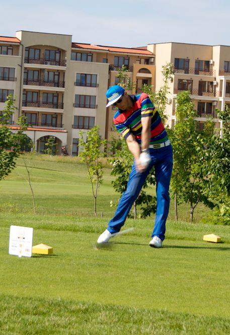 Directorul general al companiei care controleaza proiectul Rosia Montana a luat parte la mai multe competitii de golf