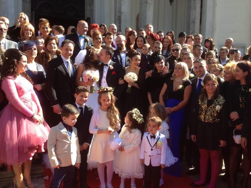 Ana, fiica primarului Piedone, a fost imbracata intr-o rochie roz
