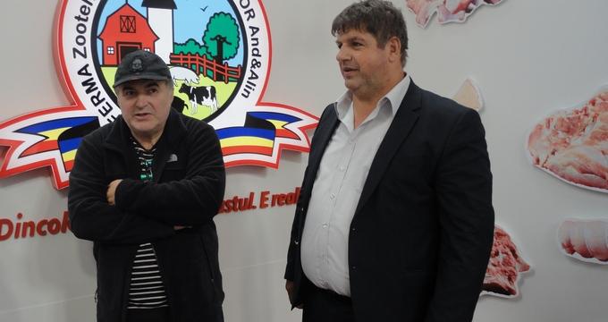 Florin Calinescu a fost prezent la un targ destinat industriei carnii. A venit sa vada un prieten, care ii este si furnizor la restaurantul sau