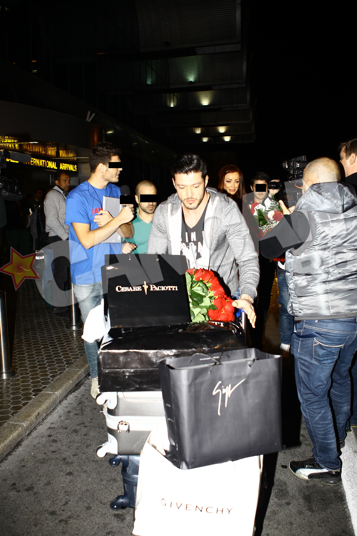 Bianca Dragusanu a fost asteptata de sotul ei la aeroport. Victor Slav a ajutat-o sa care bagajele la masina