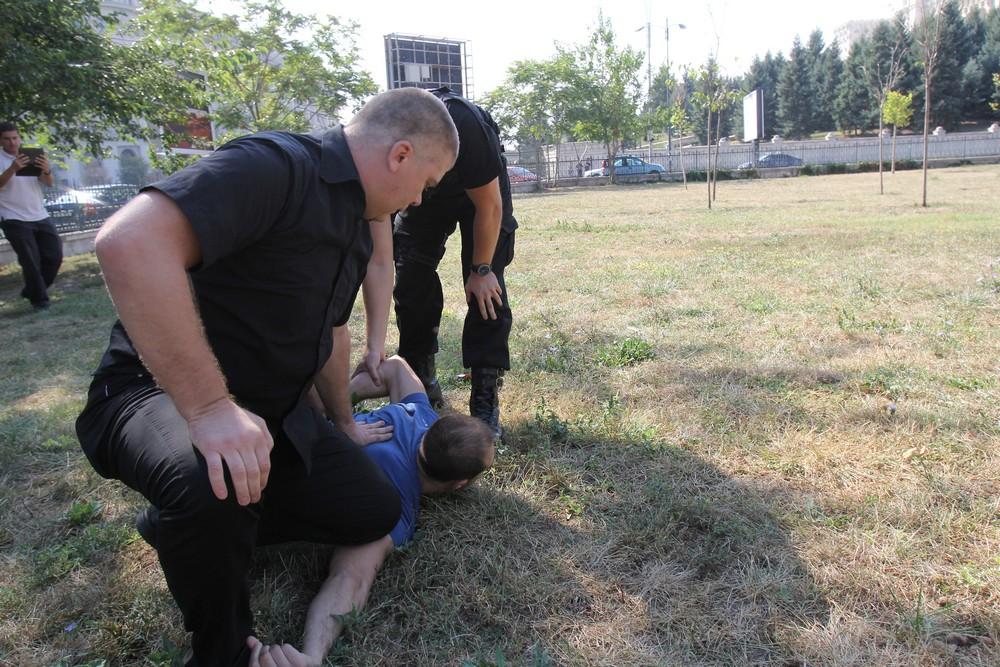 Agentul lucreaza la serviciul de Interventie de la Politia Locala a Municipiului Bucuresti