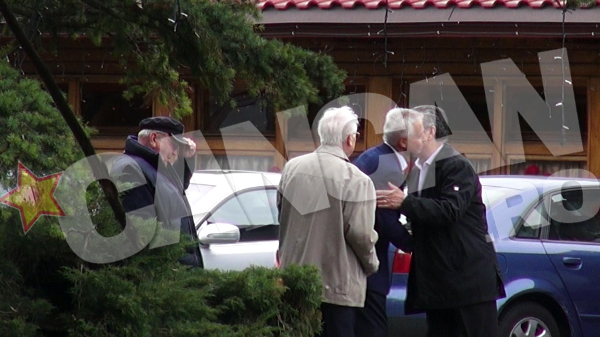 Generalii l-au primit cu strangeri calduroase de maini si imbratisari prietenesti pe cuscrul lui Basescu