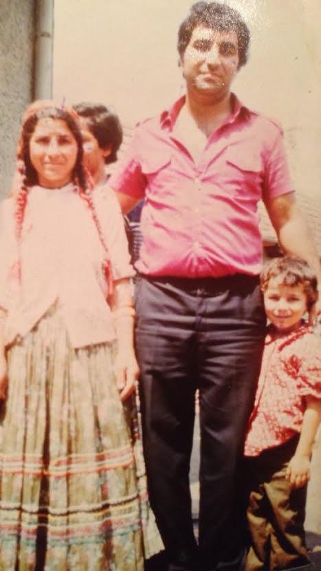 Daniel alaturi de tatal si de bunica sa in 1984