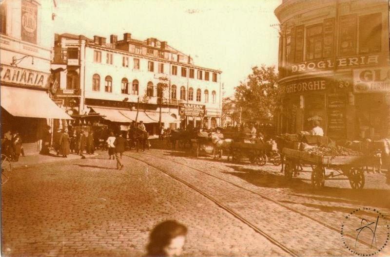 Piata Sfantul Gheorghe din Capitala plina de carute si tramvaie