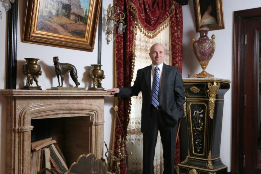 Codrin Stefanescu este unul dintre cei mai bogati politicieni din Romania (sursa foto - Revista