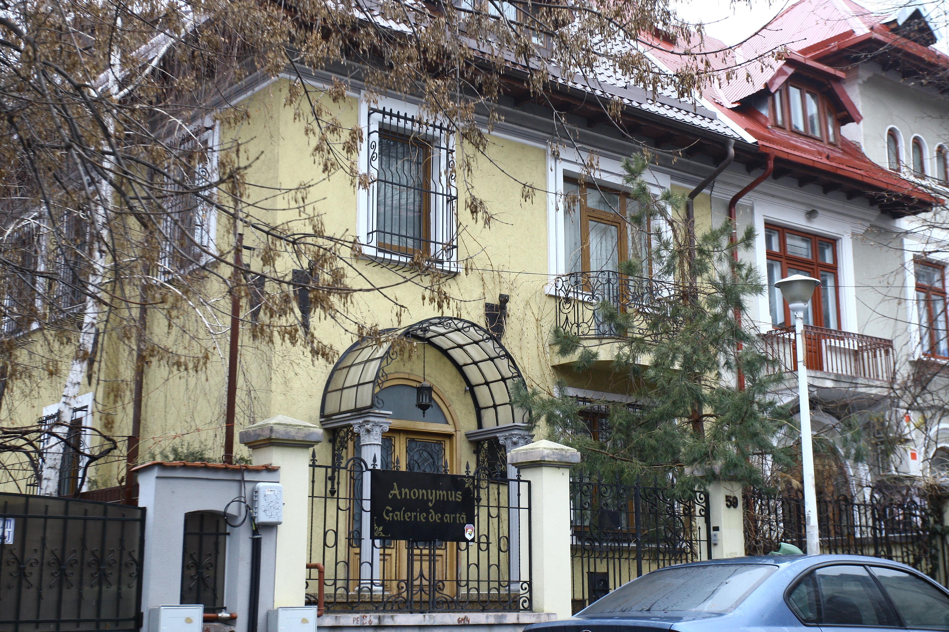 Casa in care azi functioneaza o galerie de arta a fost achizitionata, in 2003, de secretarul general adjunct al PSD contra sumei de 30.000 de dolari!