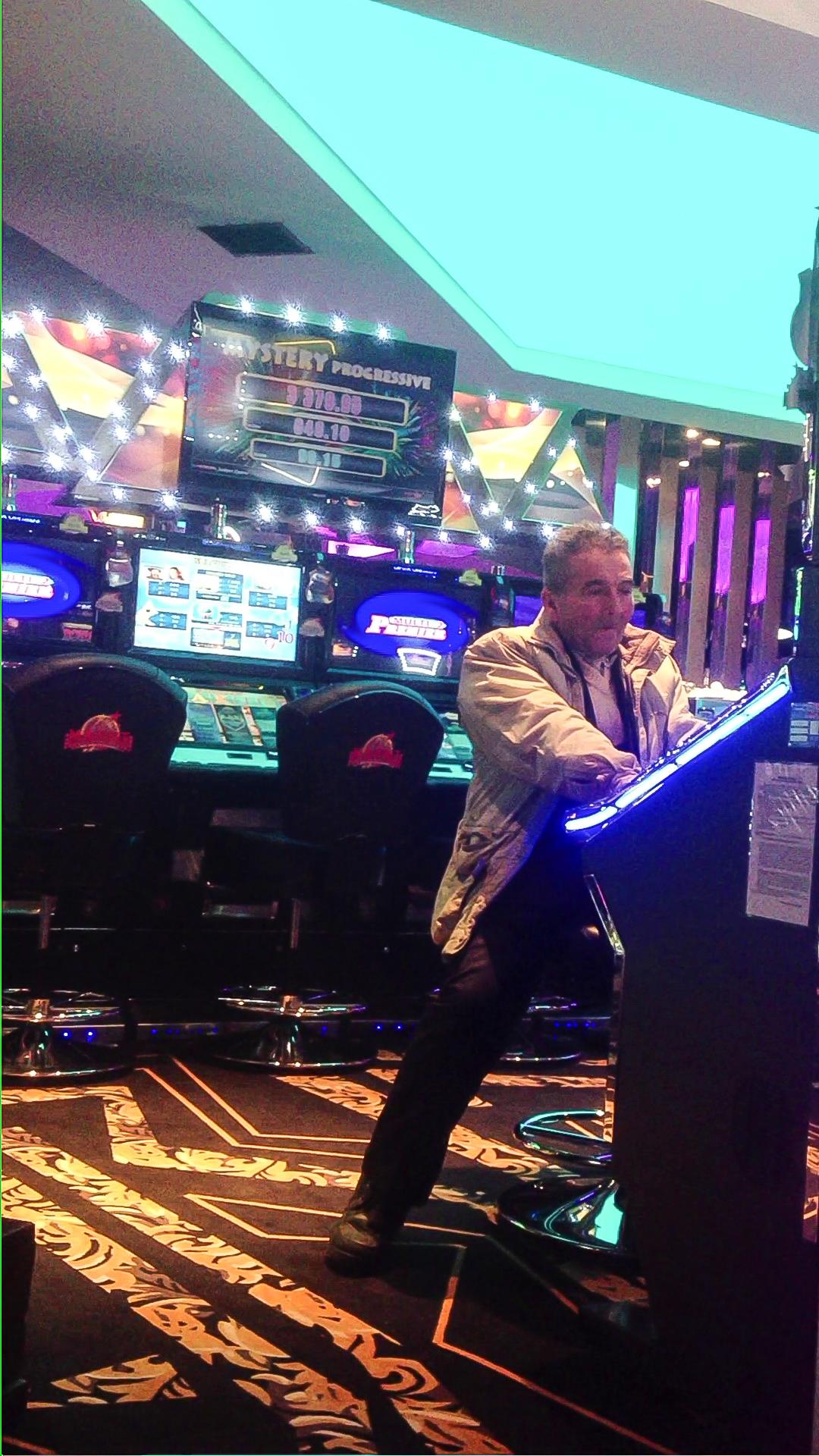 Ion Sutu a devenit client fidel al cazinourilor, imediat ce iese din tura de cersit