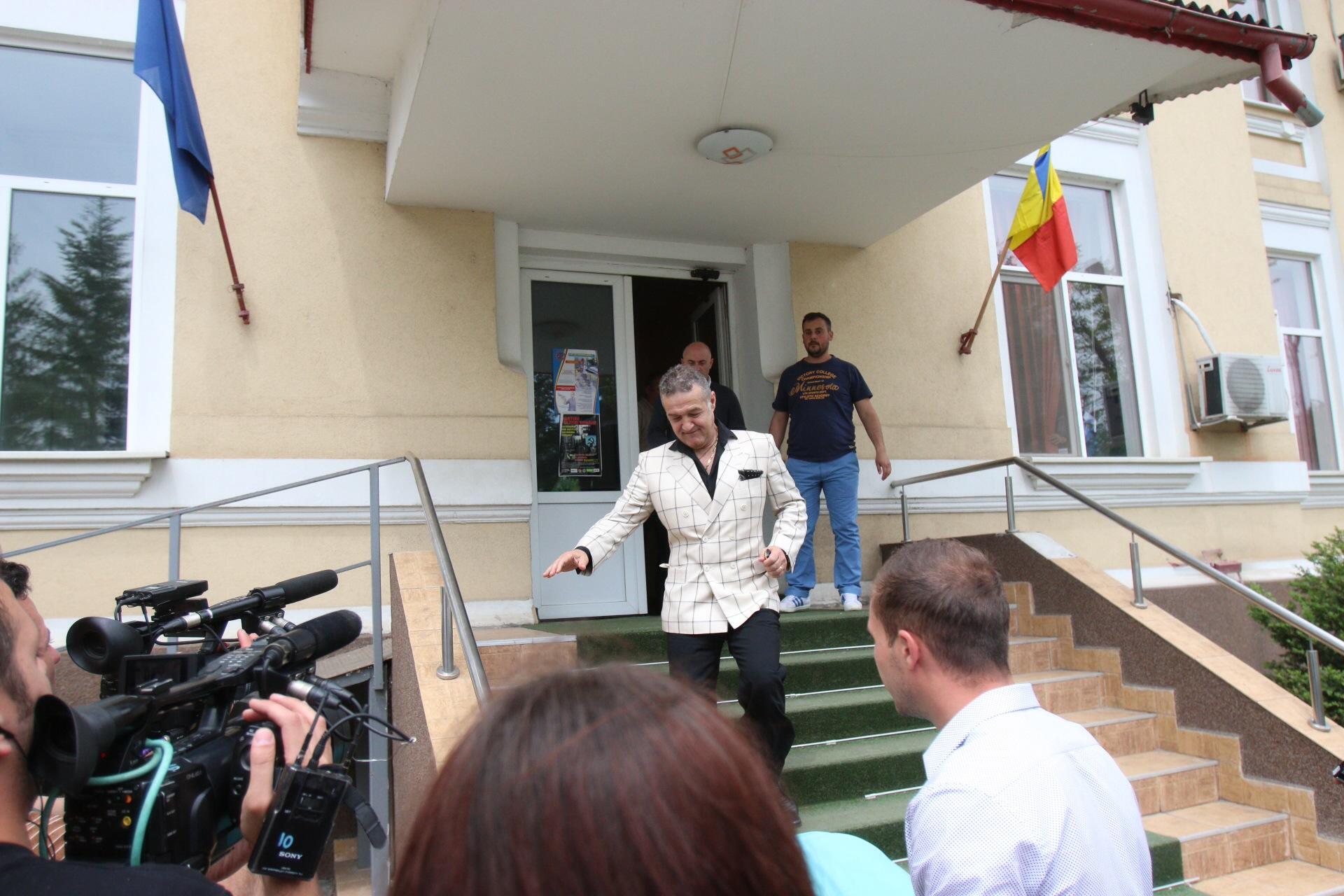 Becali a dat cu subsemnatu la Politia din Ilfov