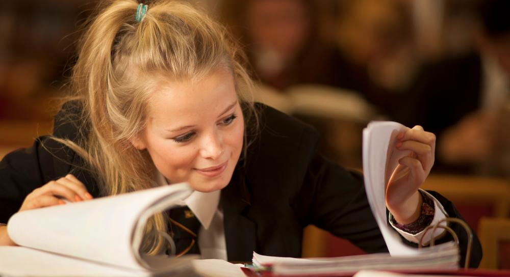 Fetele vor avea mai mult noroc la examene decat baietii