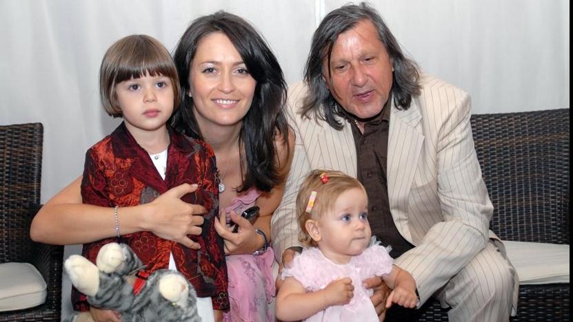 Amalia si Ilie Nastase au doua fetite impreuna