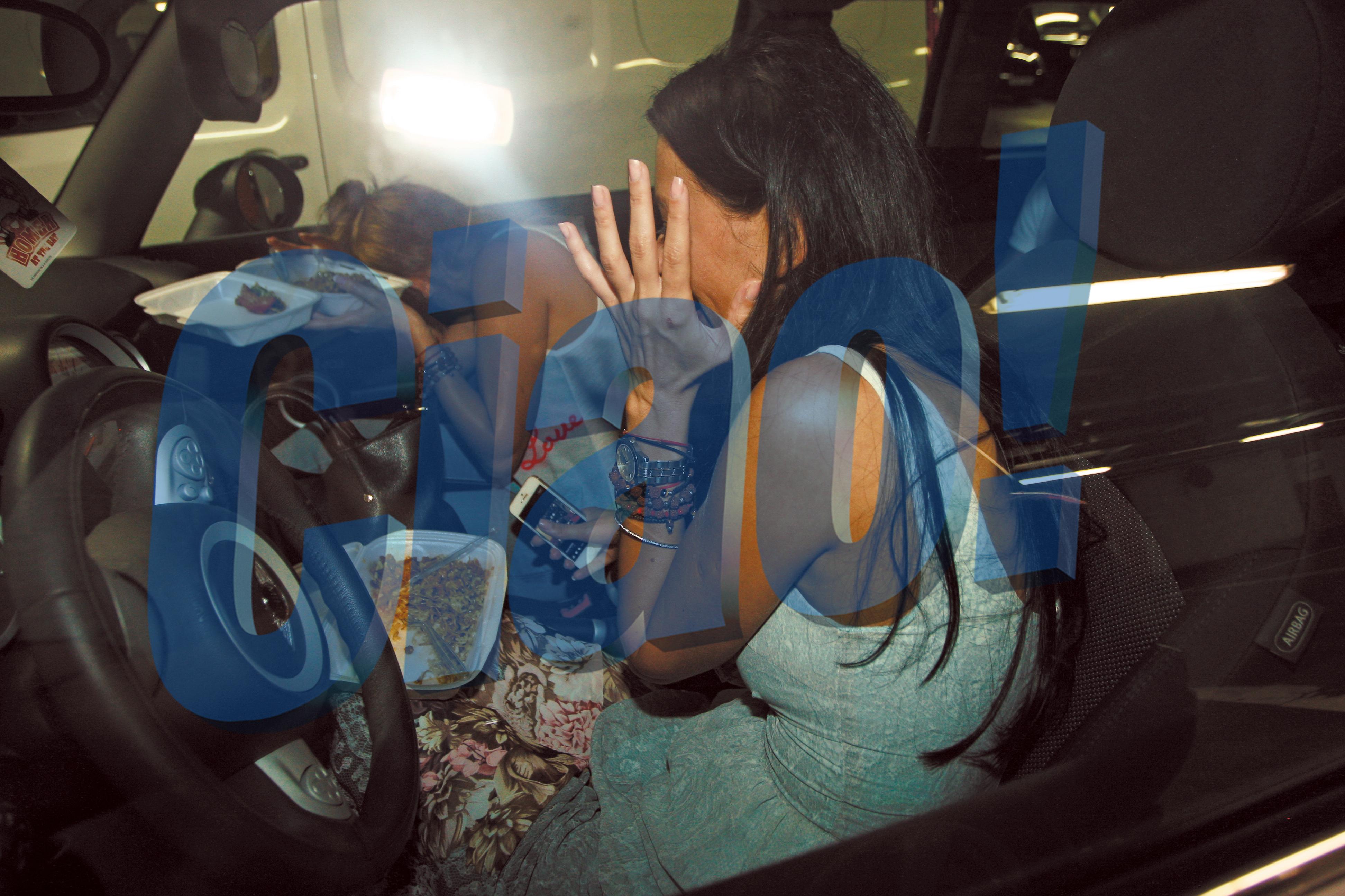 Surorile Bambi au ramas socate cand au vazut blitzurile aparatelor foto