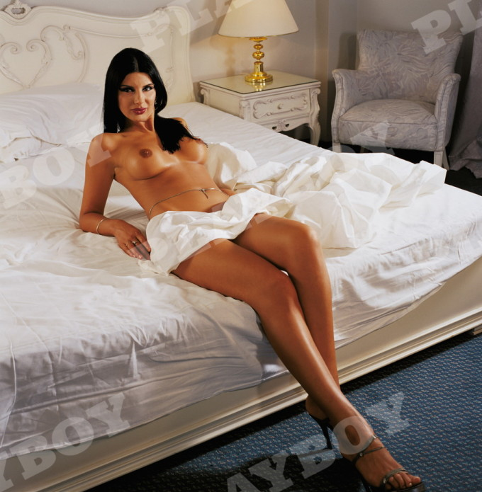 Marinela Nitu a pozat in Playboy