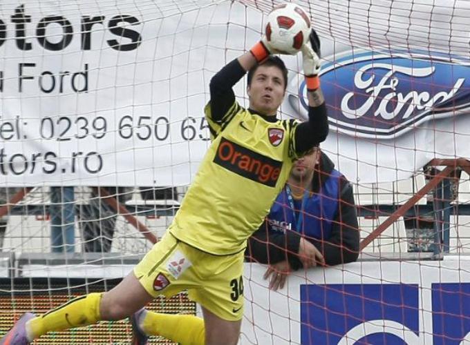 Balgradean (26 de ani) a venit la Dinamo in 2010, portarul fiind transferat de la UTA