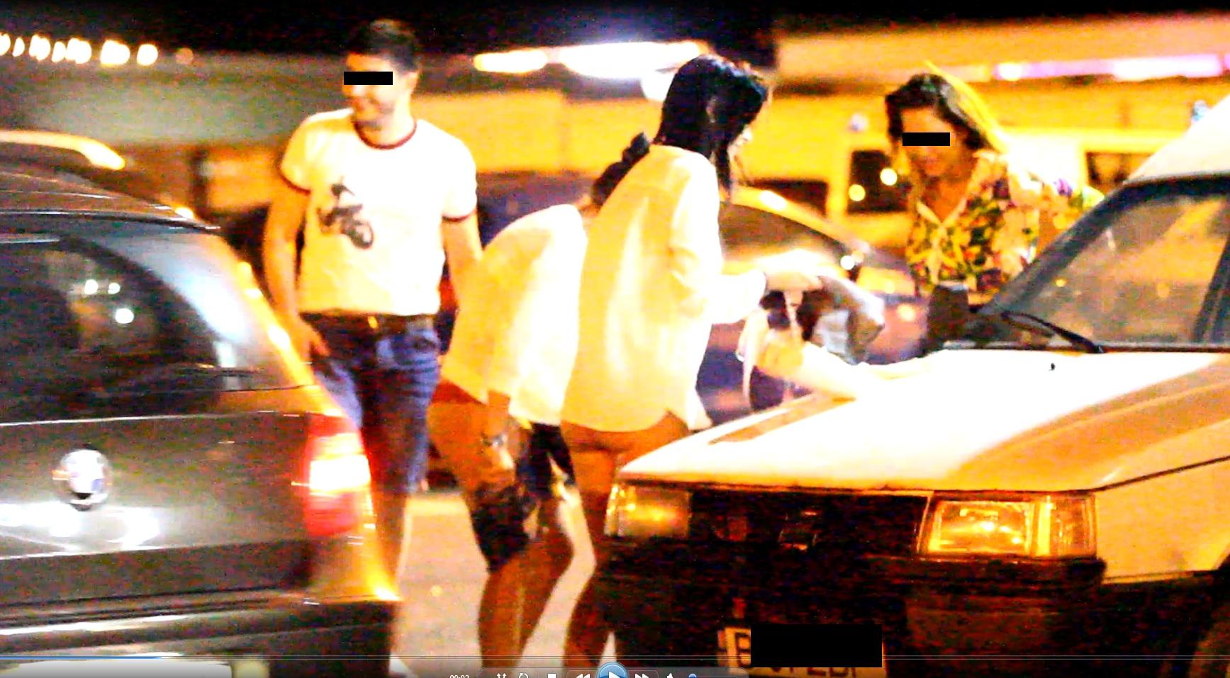 Fetele s-au imbracat in parcare cu haine mai lejere