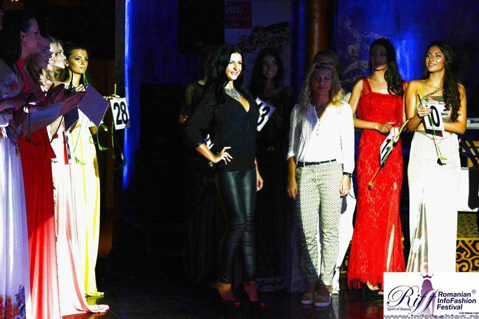 Bruneta incearca sa-si faca un nume in lumea modei, ca make-up artist