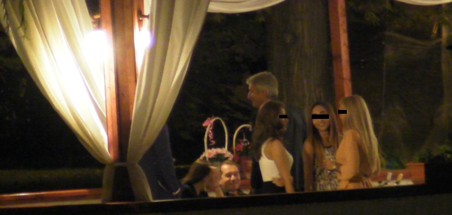 Ministrul s-a intretinut cu mai multi colegid e partid la sindrofia din restaurant