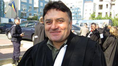 De ceva timp, Vasile Botomei a iesit din baroul clasic si s-a inscris in baroul alternativ al avocatilor