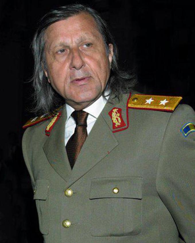 Ilie Nastase detine gradul de general al Armatei Romane