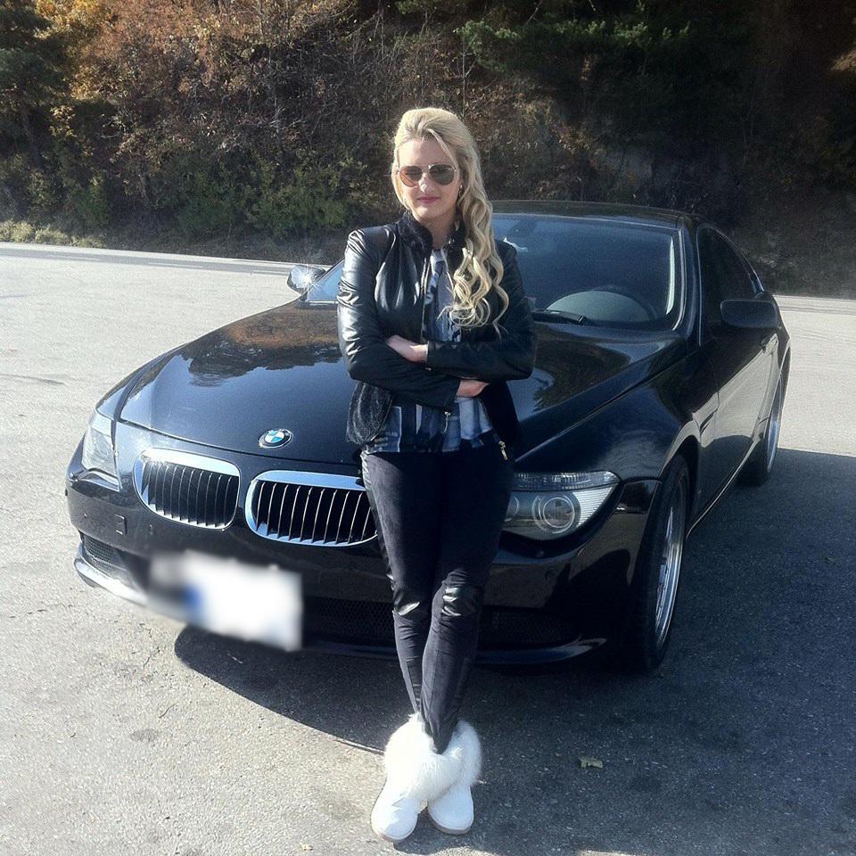 Daca in urma cu doi ani spunea ca nu are ce manca, acum Ana defileaza cu un bolid estimat la circa 40.000 de euro