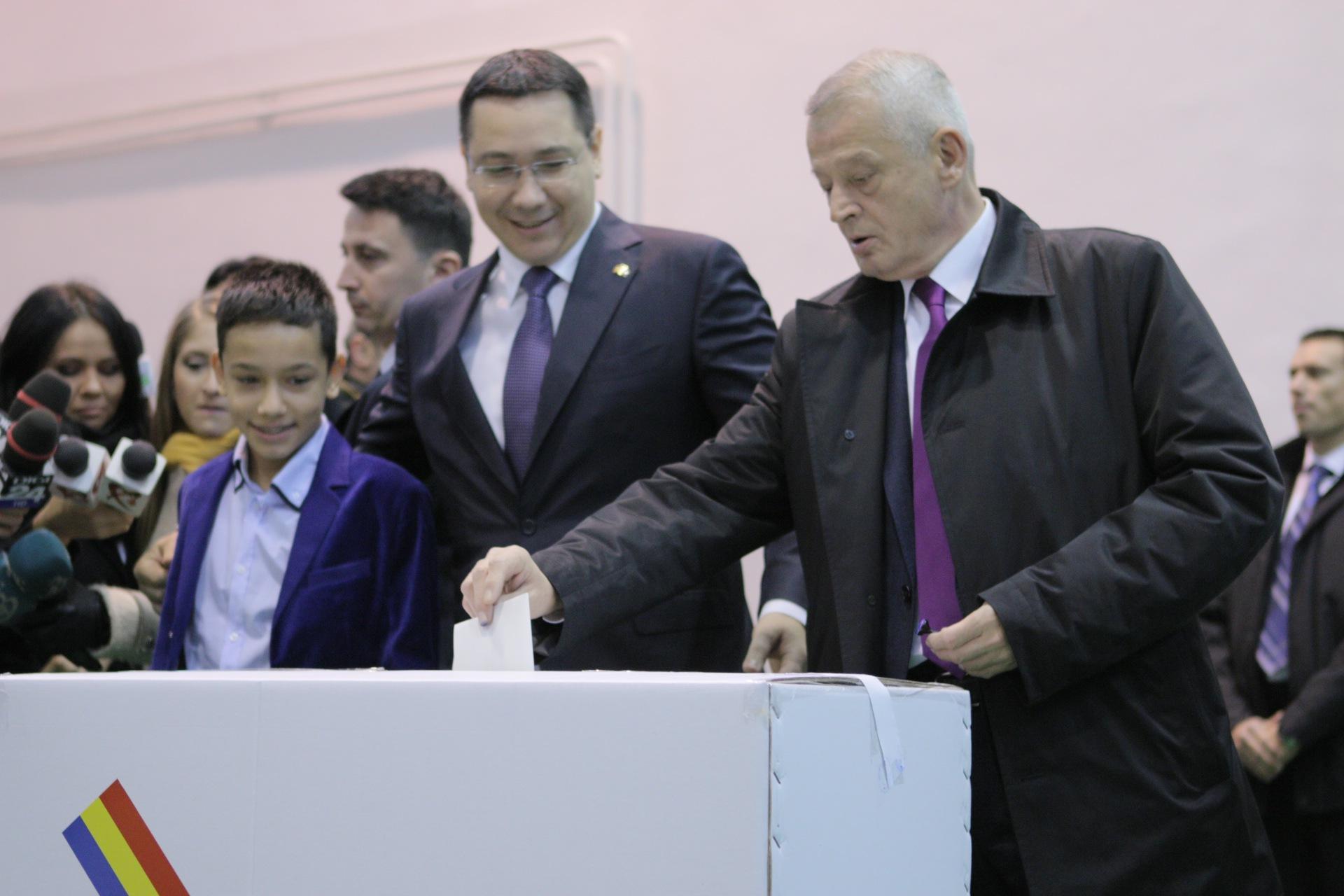 Premierul a fost insotit si de Sorin Oprescu, primarul Capitalei
