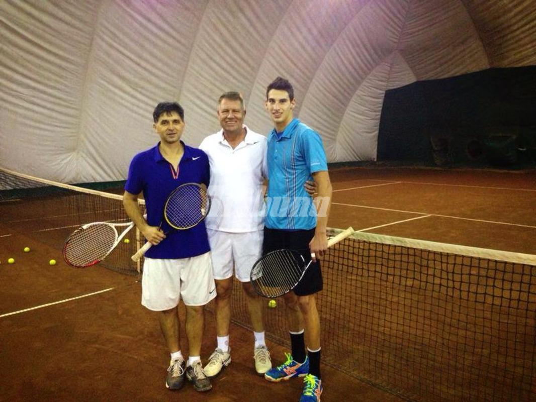 Una dintre pasiunile noului sef de stat este tenisul. Dupa alegeri, acesta s-a relaxat si a practicat sportul alb
