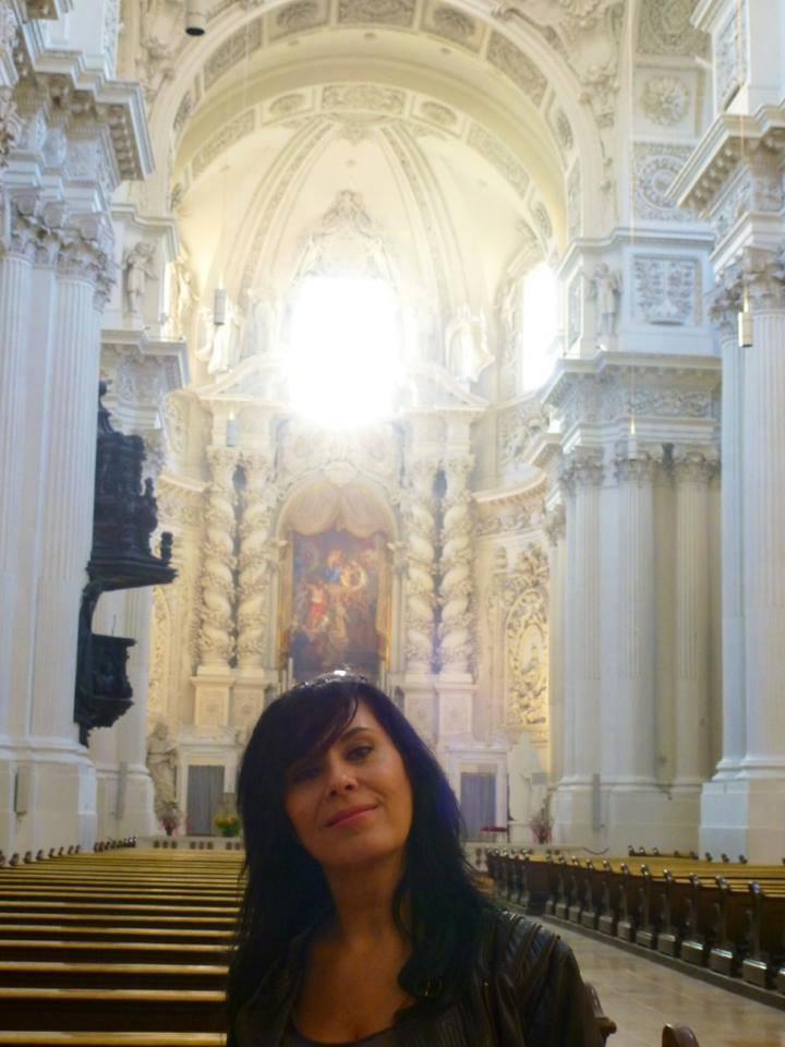 Mariana a vizitat o catedrala, dar nu ca sa se roage
