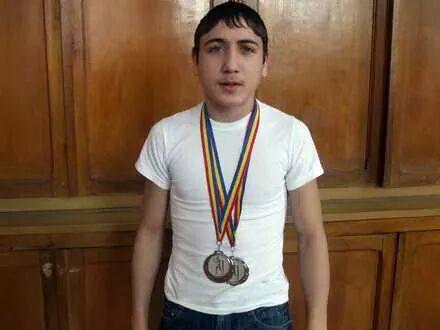 La numai 14 ani, Marcu este campion mondial la box