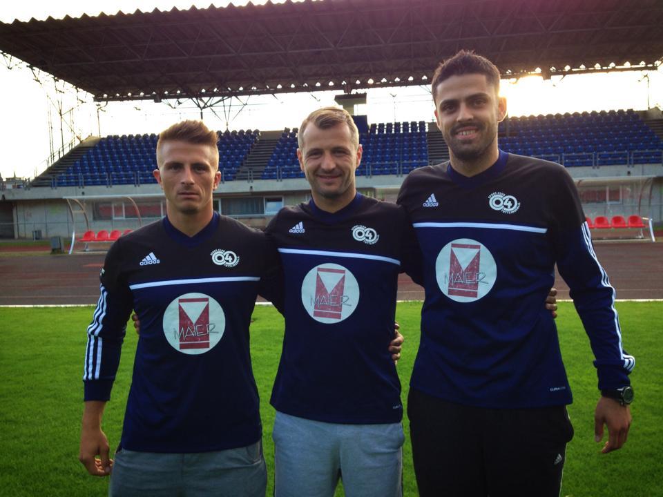 In vara, Dinu Sanmartean (centru) a plecat din Romania impreuna cu alti doi romani. Cei trei fotbalisti au ales sa joace fotbal in liga a 7-a din Germania si sa munceasca intr-o fabrica