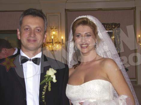Relu Fenechiu s-a casatorit in 2007 cu Mariana Ivan intr-un castel din Austria (sursa Q Magazine)