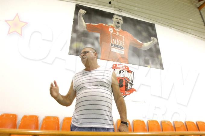 La aproape sase ani de la disparitia fiului lui, Petre Cozma isi alina durerea prin pregatirea pustilor de Scoala de Handbal Marian Cozma