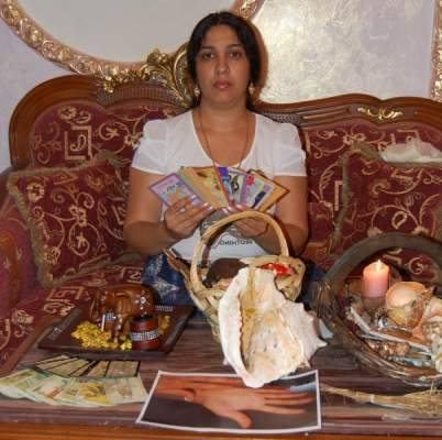 De Revelion, Sultana a fiert licori si a facut papusi voodoo pentru cei cu ghinion in dragoste