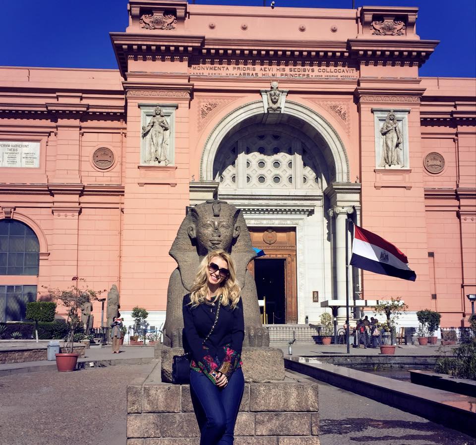 Cantareata se distreaza de minune in Egipt