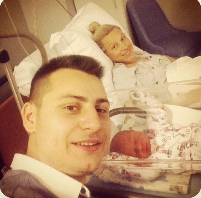 Amna a nascut prin cezariana