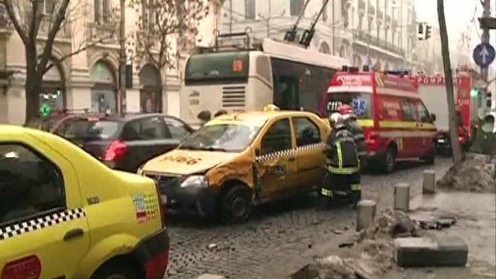 Doua taxiuri s-au ciocnit in Bucuresti (foto:rtv.net)