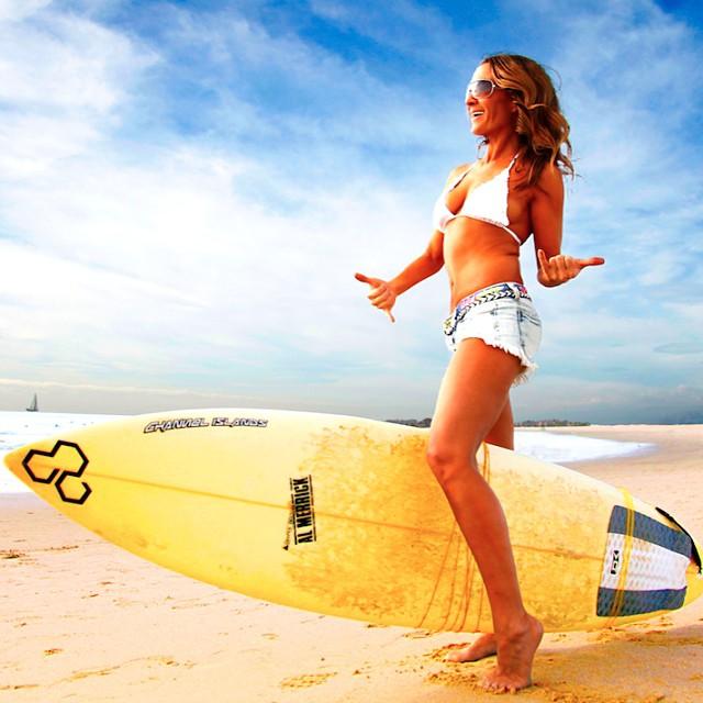 Americanca ridica o placa de surf folosindu-se de muschii vaginului