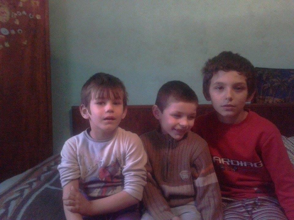 Cei trei frati isi doresc din suflet un televizor