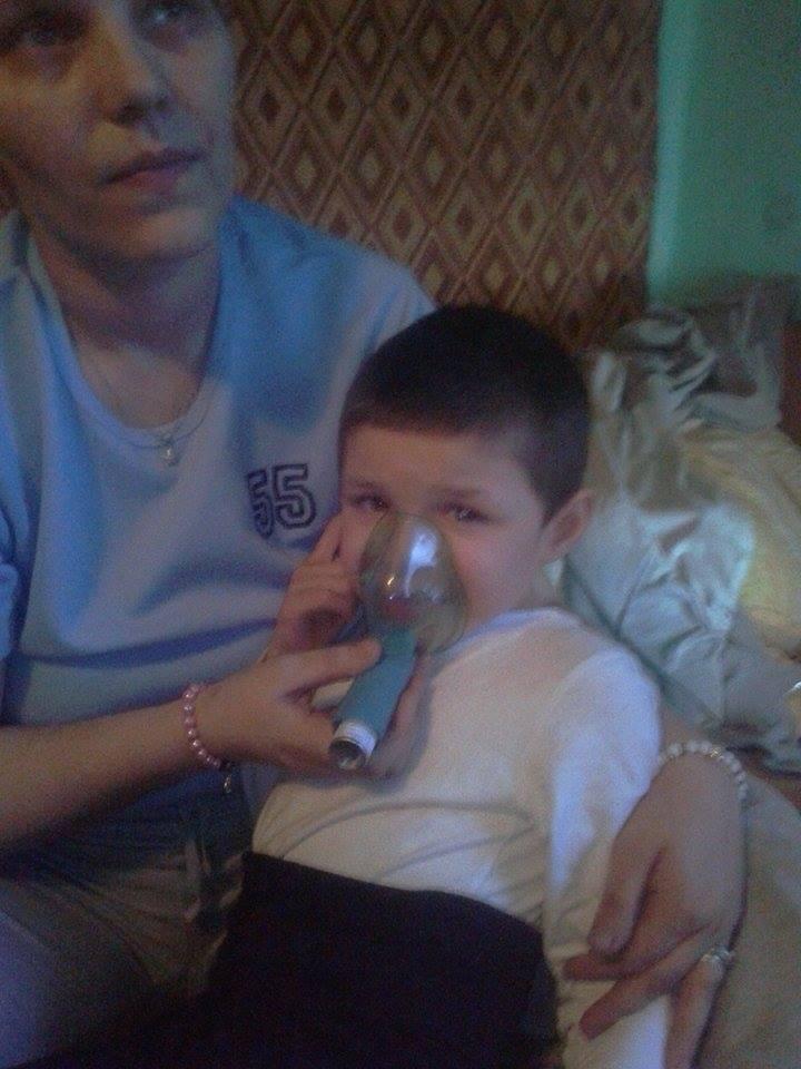 Baiatul cel mijlociu are autism si necesita tratament de specialitate