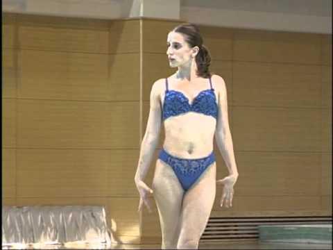 Fosta gimnasta s-a dezbracat de inhibitii intr-o revista japoneza