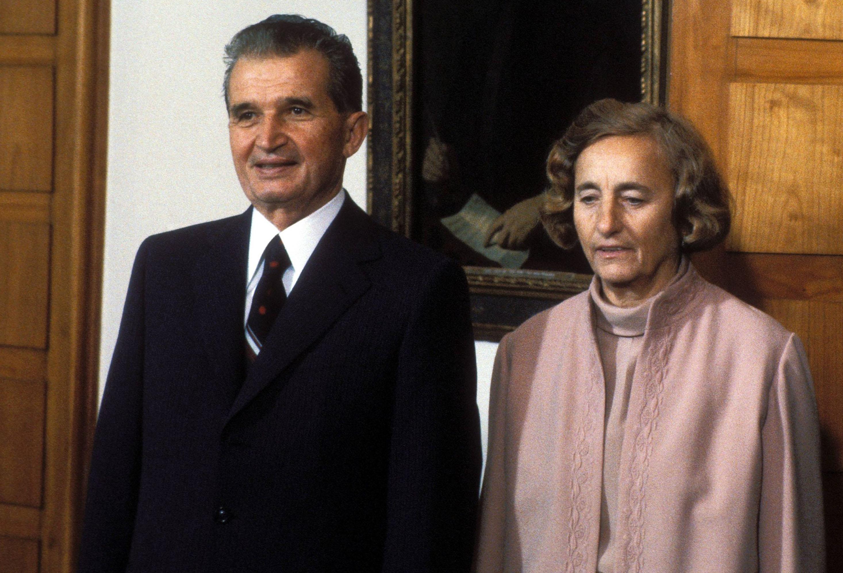Legendele spun ca Nicolae si Elena Ceausescu s-ar fi infuriat cumplit si ar fi ordonat asasinarea parintelui Arsenie, dupa ce Sfantul Ardealului le-ar fi prevestit moartea