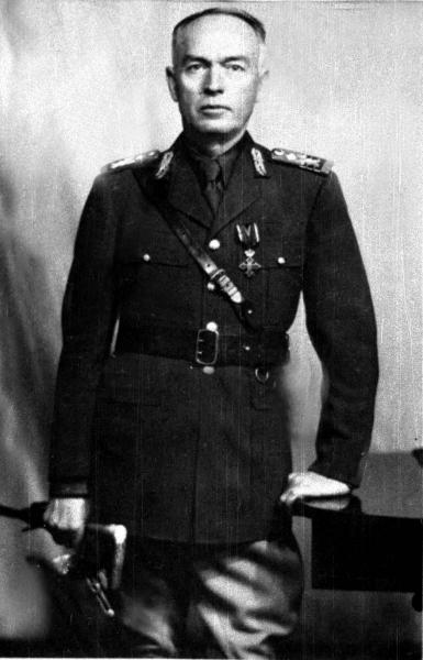 Din ordinul maresalului Ion Antonescu, parintele Arsenie intra in 1942 in atentia organelor de securitate ale statului, fiind banuit de legaturi cu Miscarea Legionara