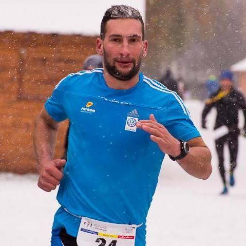 Laurentiu alearga in picioarele goale pentru cauza umanitare
