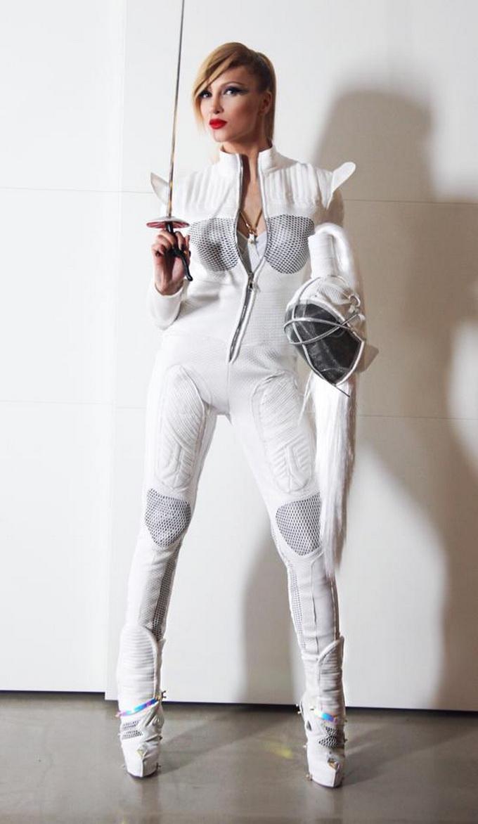 Acesta este costumul pe care Lora l-a imbracat in videoclip