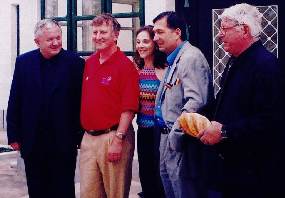 Un cadru extrem de valoros. Adrian Porumboiu, IOn Craciunescu si Nicolae Rainea, trei dintre cei mai valorosi arbitri sin Romania. In fotografie apare si gimnasta Andreea Raducan