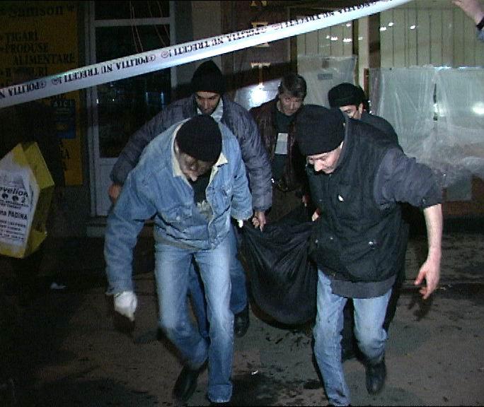 Imagini de la atacul armat comis de Passaris, in 2001